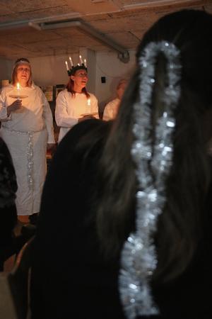 Några av åskådarna hade själva pyntat sig med glitter, eller hade kläder i julens färger.