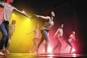 """Kulturskolans elever i dansföreställningen""""Enter Stage"""", framförd vid Kulturfestivalen i Örnsköldsvik häromåret."""