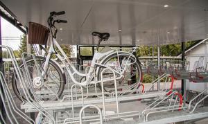 Cykelgaraget kommer att ha ständig belysning och glasväggar som ger insyn och en trygg känsla för användaren.