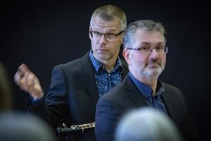 Det var roligt att vara hemma i barndomsstaden igen, och Jesper Harryson berättade för publiken om musiken som Kungliga Filharmonikernas Blåsarkvintett uppförde på konserten i söndags. Foto: Lennye Osbeck