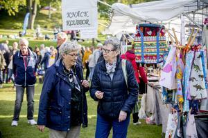 Tusentals besökare besökte stadsparken och Korsmässomarknaden.
