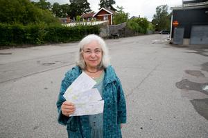 Agneta Haptén missade de nya parkeringsreglerna på parkeringen vid Coop. Det stod henne dyrt.