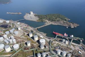 Sedan i oktober i år har Nynas tvingats köpa annan olja än venezuelansk, på grund av de amerikanska sanktionerna.