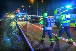 Trafikolycka på E18 vid Vallby i riktning Hallstahammar i oktober. Två personer fick föras till sjukhus i ambulans.