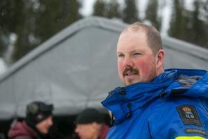 Jodå, länsstyrelsen i Östersund har aktiv tillsyn över dykningarna. Vid ÖP:s besök kom naturbevakaren Dan Persson på besök.
