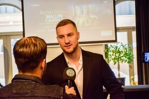 Otto Wallin intervjuas av sportens Oskar Lund.