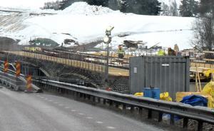 Bygget av den nya bron pågår.