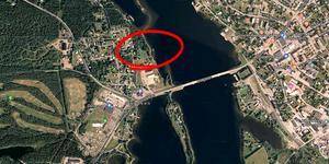 Inom det inringade området ligger fastigheterna som skulle få dispens från strandskyddet, enligt kommunen.