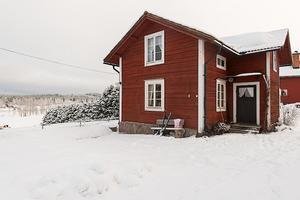 Detta vinterbonade fritidshus i Enviken, Falu kommun, fick knappt 7 000 klick på Hemnet förra veckan.Foto: SkandiaMäklarna