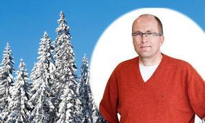Olavi Hemmilä är litteraturvetare boende i Rättvik, vid Siljan i Dalarna.