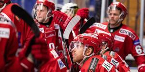 Bilden ljuger, Tobias Ericsson är inte bänkad längre utan får stort förtroende av tränaren Björn Hellkvist. Bild: Daniel Eriksson/Bildbyrån