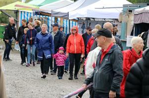 Regn och tuff konkurrens gjorde att marknadsgatorna inte var fullt lika befolkade som under fjolårets marknad, men de var heller inte i närheten av att vara öde.