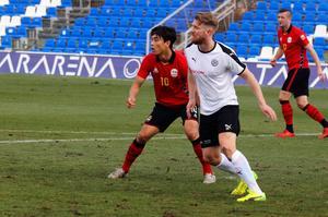 Michael Almebäck i kamp med FC Seouls stjärna Park Chu-young. Fast det hade ÖSK-försvararen inte en aning om...