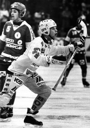 Patrick Sandell jublar efter att ha gjort 1–0 mot Jenisej i Europacupfinalen 1991 som spelades på Tjustkulle. Fotograf: Birger Lallo