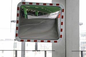 En nyuppsatt spegel  ska lösa ett förbisett problem i USÖ:s nya parkeringshus.