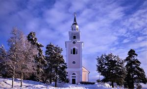 Rogsta kyrka i vinterskrud. Bild: Joacim Nilsson