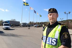 Andreas Zehlander berättar om den stora trafikinsats som genomfördes på E 14 vid Borgsjö under onsdagseftermiddagen.