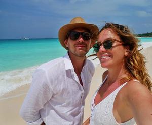 Krister Brunstedt och Cassandra Lundgren i samband med sin förlovning i december. Bild: Privat