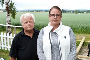Susanne Mets och Pernilla Mets syster Madeleine Saloranta. De båda har lagt ner mycket tid på att ta reda på hur vården Pernilla fick gick till.