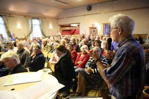 Det var fullsatt i Hedeviken när Fjällhälsan ordnade paneldebatt med våra landtingspolitiker om sjukvården i Hede-Vemdalen området.