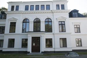 Under sommaren har herrgården från 1870-talet renoverats utvändigt.