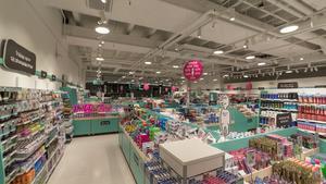Allt ifrån olika sorters rengöringsmedel till hårvårdsprodukter och smink säljs i butikskedjan Normals butiker i Danmark och Sverige.
