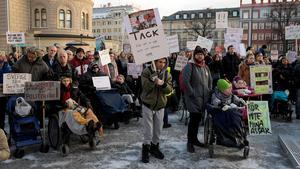 Protester mot förändringar i LSS. DHR Västernorrlands distrikt är även de kritiska till indragningar i Lagen om Stöd och Service.