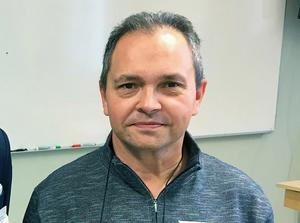 Raymond Persson, en av de två lärarna på sjöfartsprogrammet, känner oro för den framtida utbildningen.