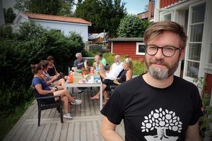Michael  Poijers mamma är född i Kalix, så han har i alla fall åkt bil genom Kramfors på väg dit någon gång.
