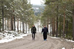 Eftersom snön låg kvar i slalombacken blev det backträning längs med grusvägen i stället.