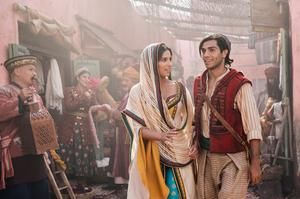"""Den egyptisk-kanadensiska skådespelaren Mena Massoud (Aladdin) och brittiska Naomi Scott (Jasmine) har bra sångröster och fin kemi i spelfilmsversionen av """"Aladdin"""". Pressbild. Foto: Daniel Smith"""