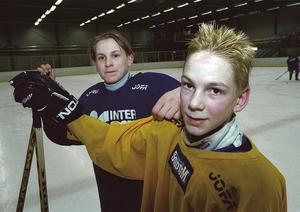 Niclas Bergfors, till vänster, och Tom Wandell spelar i SSK:s pojkar födda 1987 som vann Aftonbladet Cup för tredje året i rad. SSK:s P87-lag.