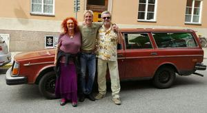 Thomas Váradi mitt emellan Claire Wikholm och Rolf Skoglund. Foto: Privat