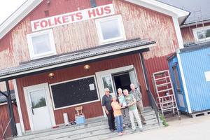 Folkets Hus är en plats i Lillhärdal där det ofta händer grejer. Ett bra ställe att ha en hjärtstartare på enligt Hjärt och Lung.