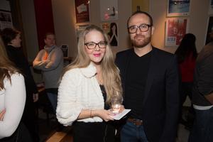 """Anna Syrjänen och Daoud Kolli. """"Jag har sett lite av repetitionerna och vet att det är en pjäs som väcker tankar kring att inte skuldbelägga, och att vi behöver samma villkor för kvinnor och män"""" säger Anna Syrjänen, KD-politiker i Södertälje."""