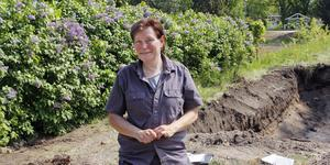 Arkeologen Erica Strengbom och hennes kollegor gräver i området vid Borgvik och tennisbanorna hela veckan.