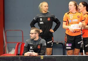 Hanna  tog en timeout efter nyår och har stått vid sidan under de senaste matcherna. John Kvist (framför) är inte längre tränare för Rönnby.