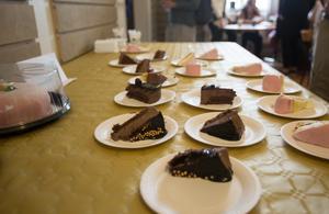 Invigningsdagen till ära bjöds det på bland annat tårta i Fontänhuset i Falun.