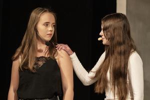 Terese Terent och Amira Ovcina spelar Aleyna respektive Alexandra.