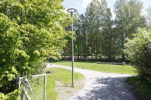 Gården utanför den nedlagda Hallängens förskola används i dagsläget inte till någonting, trots att den ligger precis intill Ösmo centrum.