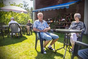 Ingvar Nordqvist och Ann-Christine Willman är två återkommande gäster till kaféet. Det är också mestadels bekanta ansikten som tittar förbi numera, enligt Karl-Erik Fredman.