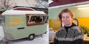 I den lilla husvagnen har Evelina Ramstedt sitt rullande kök.