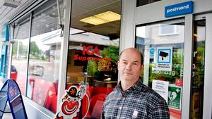 –  Jag tycker det är mycket nackdelar med alla avregleringar, säger Mikael Olsson,  butiksansvarig för Supermarket Rosen i Nyland i Kramfors kommun. När det gäller avregleringen av posten tror han ändå att de flesta uppskattar att öppettiderna blivit bättre.