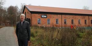 Leif Zetterberg har varit med sedan Nykvarnspartiet formades och minns hur det rivstartade – ofta brukade de samlas i lokalen som då kallades däckshuset.