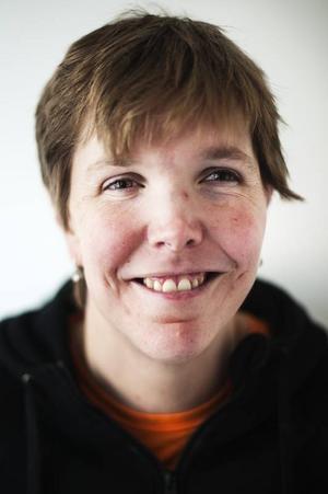 Johanna Balsjö, började på Barda 2008.Att få stå på scenen och spela teater är det bästa. Det svåraste är att lära sig replikerna men efter mycket träning sitter de.