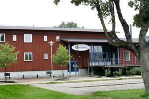 Bowlinghallen kostade det kommunala bostadsbolaget Älvkarleby- hus 12 miljoner när den byggdes. Nu har huset stått tomt ett år till en kostnad av 800 000 kronor.