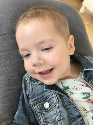 Ellie mår bra efter behandlingen i USA och sjukdomen har stannat av enligt föräldrarna.