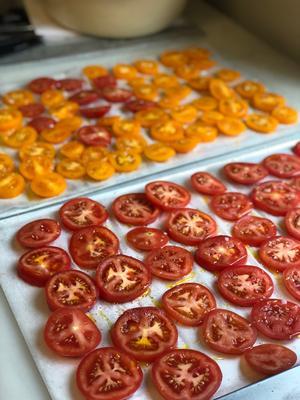 Tomater som legat lite längre i kylskåpet är inga problem.