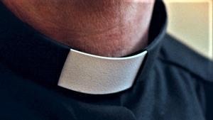 Beslutet kan överklagas till Svenska kyrkans överklagandenämnd, men om det står sig kommer prästen inte längre att kunna utöva sitt yrke. Bilden är tagen på en präst verksam i ett annat stift, en präst som inte på minsta sätt misskött sig, vare sig enligt lagens eller kyrkans mening.