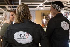 I tjejjouren Moa arbetar ungefär 10 personer ideellt.